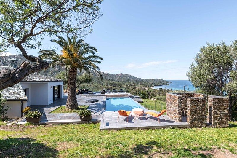 Les Terrasses de Fromentica - Piscine à débordement vue mer, holiday rental in Santo-Pietro-di-Tenda