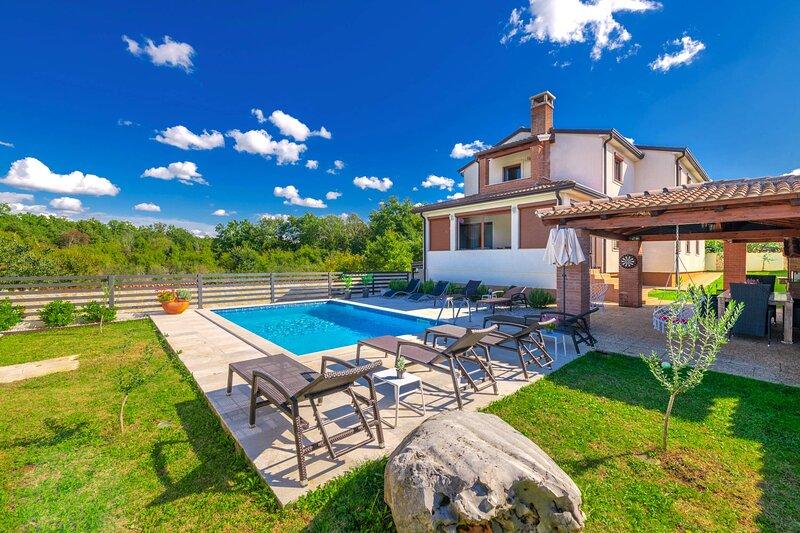 Apartment Jana 2 with pool, location de vacances à Kosinozici