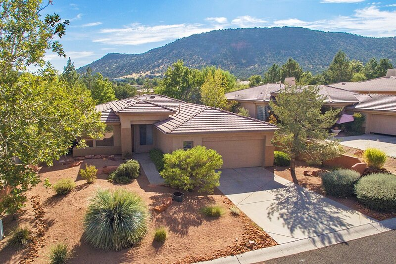 Lovely Home with Hot Tub Located in the Sedona Golf Resort Community - S014, holiday rental in Village of Oak Creek
