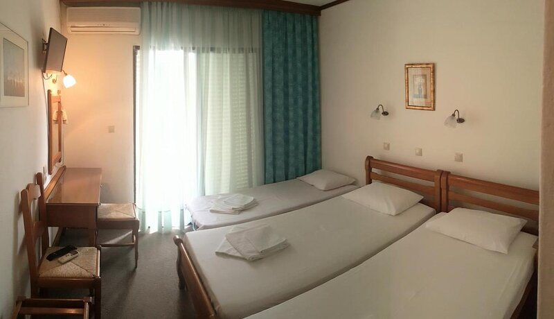Vlachogiannis Hotel - Triple Room 4, location de vacances à Skala Rachoniou