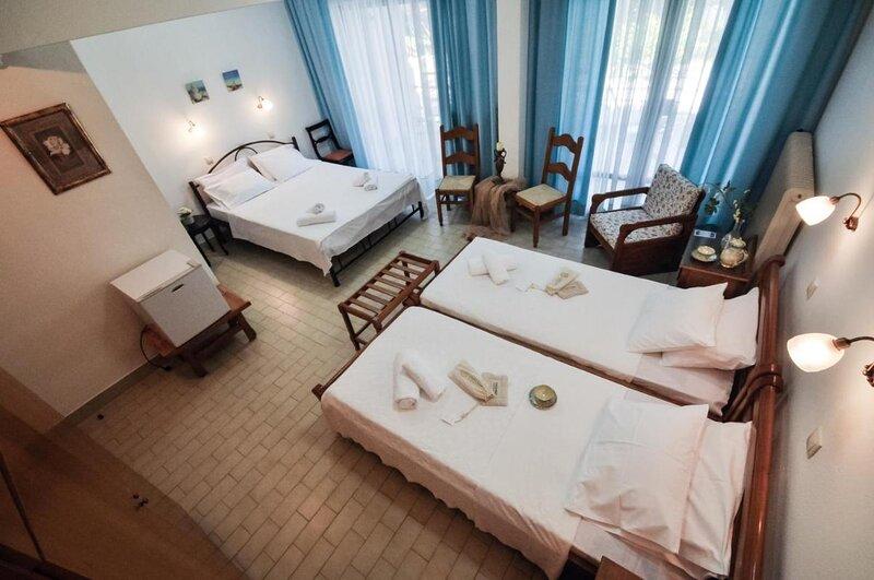 Vlachogiannis Hotel - Quadruple Room 1, location de vacances à Skala Rachoniou