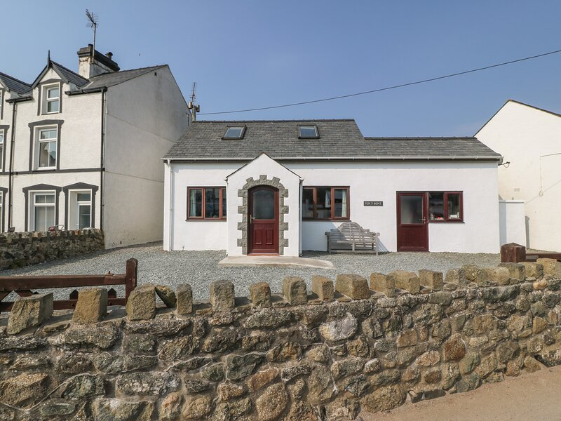PEN Y BONT family-friendly, close to beach, village centre in Aberdaron Ref, location de vacances à Aberdaron