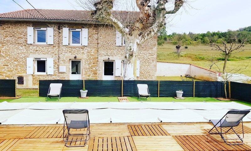 Gîte de campagne avec piscine - La Ferme d'Amédée, holiday rental in Saint-Uze