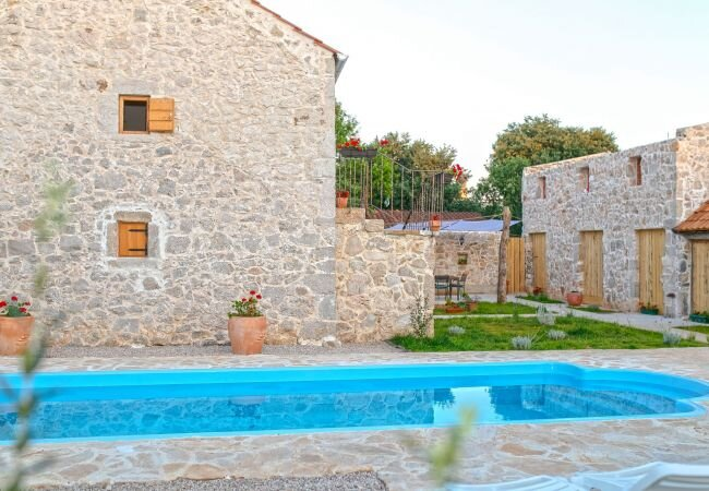 Velika Cista Holiday Home Sleeps 5 with Pool Air Con and WiFi - 5890276, holiday rental in Velika Cista
