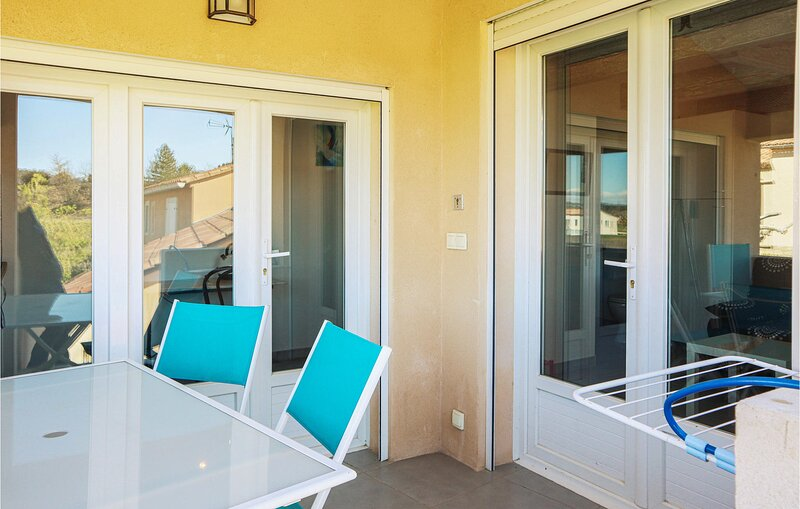 Nice apartment in Blauvac with WiFi and 1 Bedrooms (FPV756), holiday rental in Blauvac
