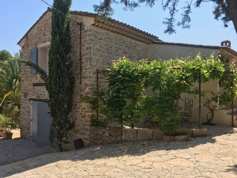 In Provence, Family apartment, 2-4 people, vacation rental in Le Beausset
