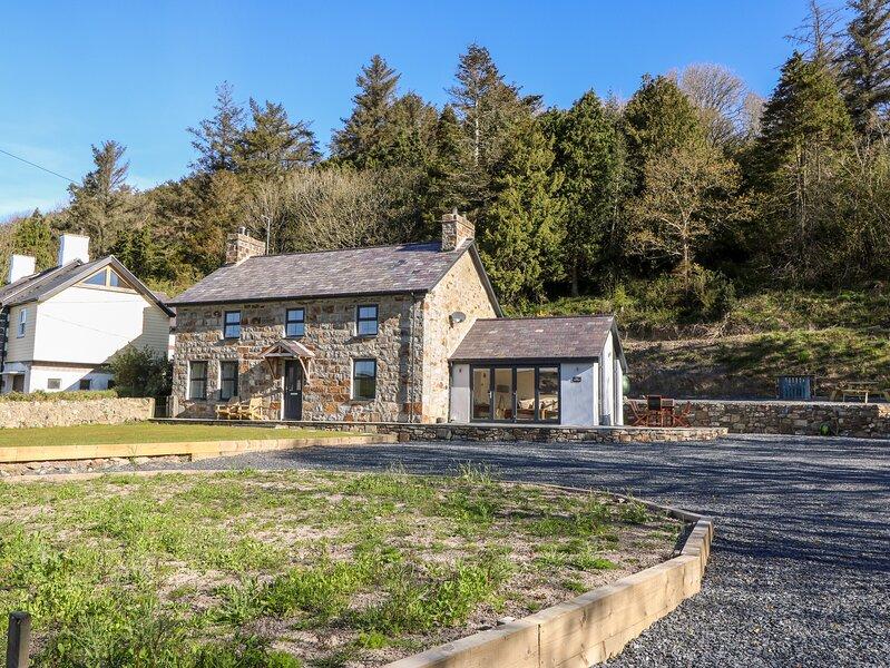 The Cottage, Llaniestyn, holiday rental in Cylch-Y-Garn