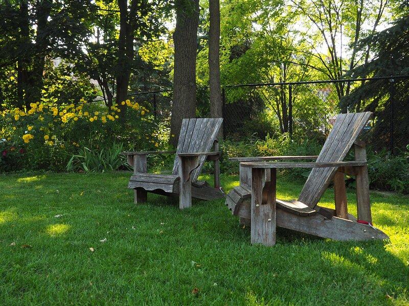 Premium Apartment w/ Kitchen, Garden Views & Off Street Parking!, holiday rental in Horseshoe Valley