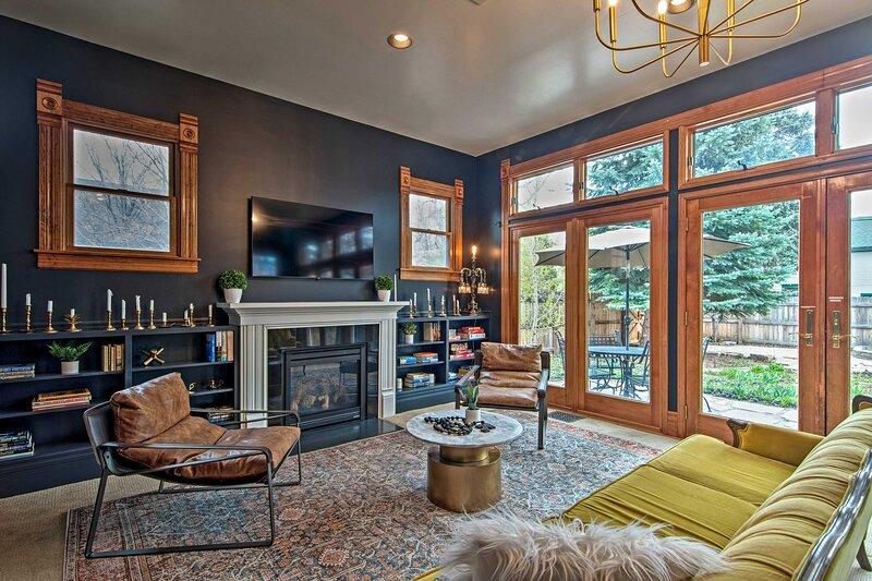 Sunken Living Room   French Doors w/ Backyard & Patio Access