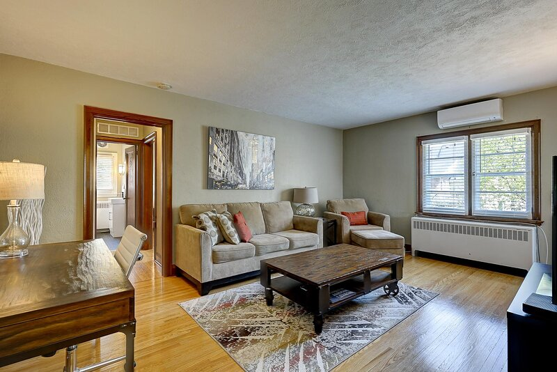 Parkside House - Suite # 2: The Kempenfelt Suite, holiday rental in New Tecumseth