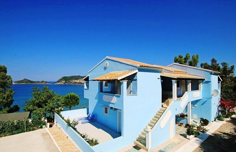 THEOPHILOS BLUE 3 BED APARTMENT, holiday rental in Termenades