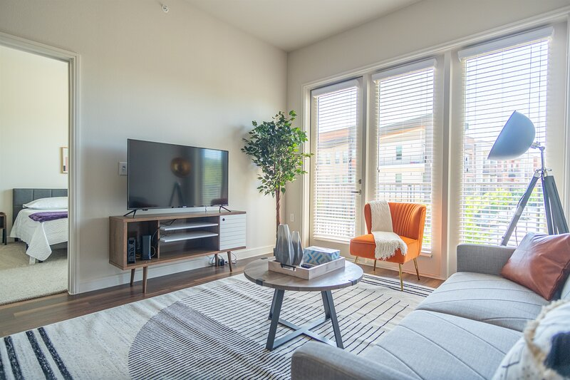 Nature Lovers! Modern 2BR | Gym, Parking, Pool E, vacation rental in Richardson
