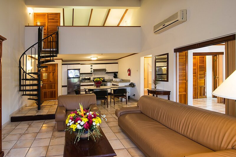 Villas Del Rio 2 story Penthouse, holiday rental in San Rafael de Escazu