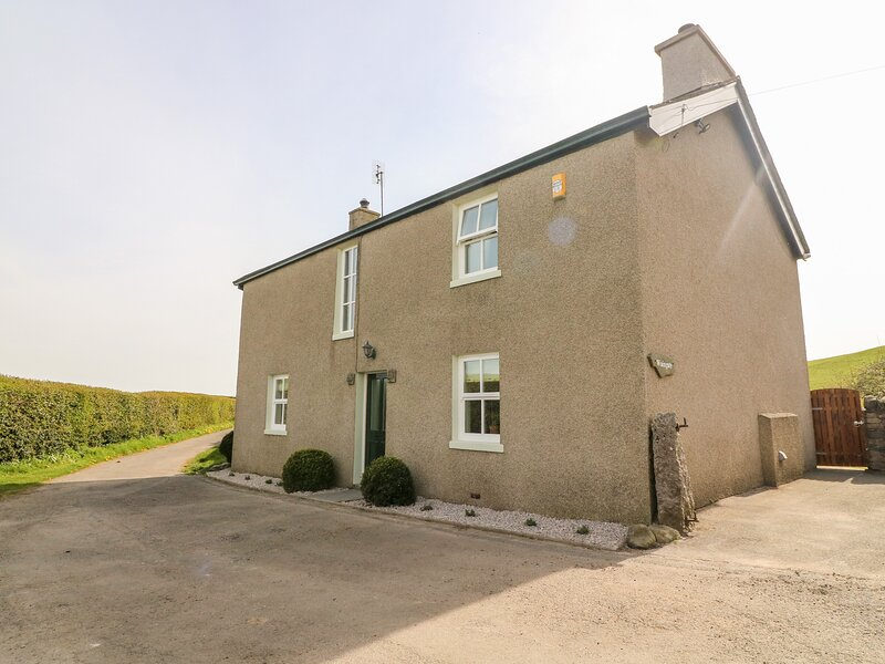 WAINGATE COTTAGE, detached, woodburning stove, beautiful views, near, holiday rental in Cark