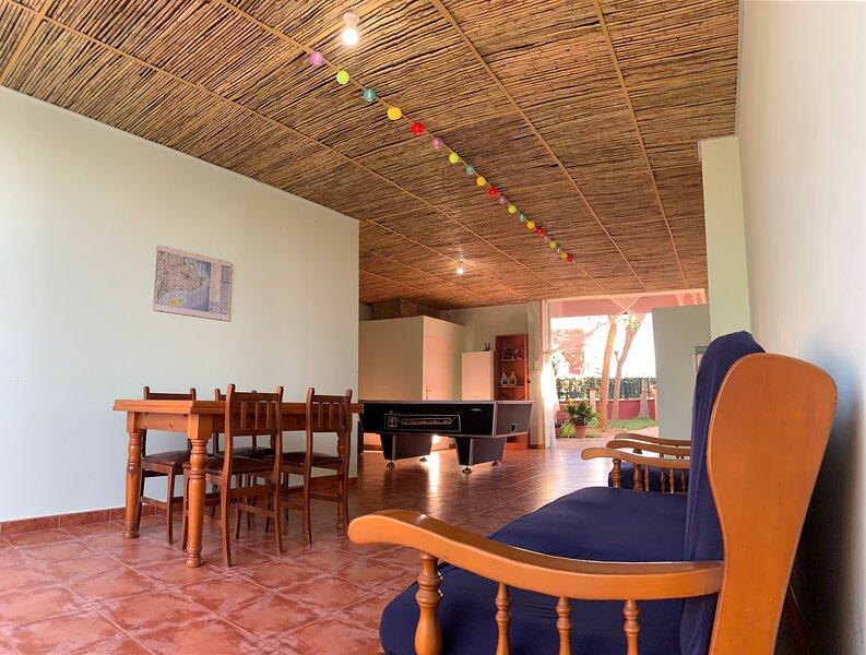 Villa Cristina 7-9 personas a 10 min de la playa, alquiler vacacional en Deltebre