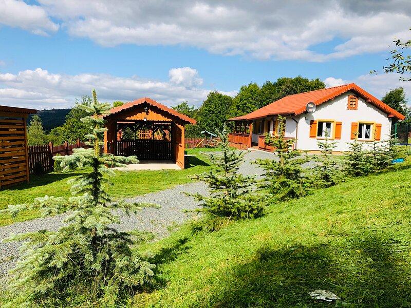 Dom Słoneczne Wzgórze. Dom na wyłączność z ruską banią w Karkonoszach., casa vacanza a Karpacz