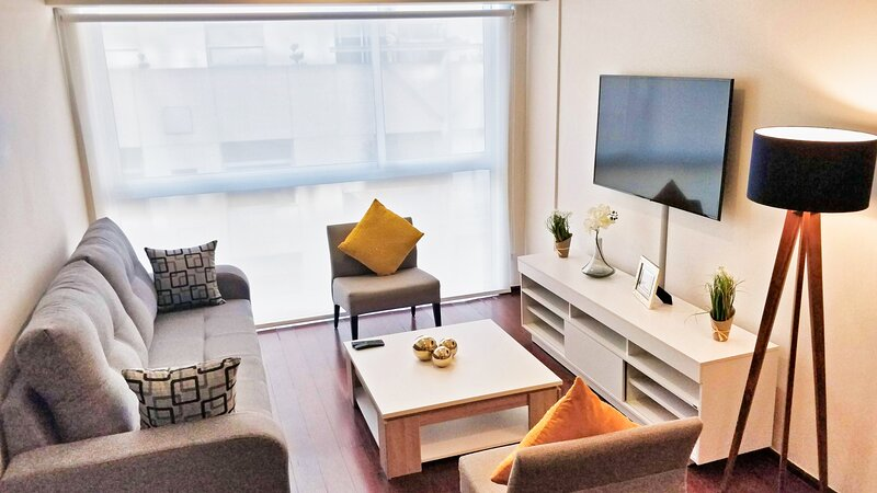 Beautiful, chic 2BR apartment full amenities in the heart of Nuevo Polanco, holiday rental in Ciudad Satelite