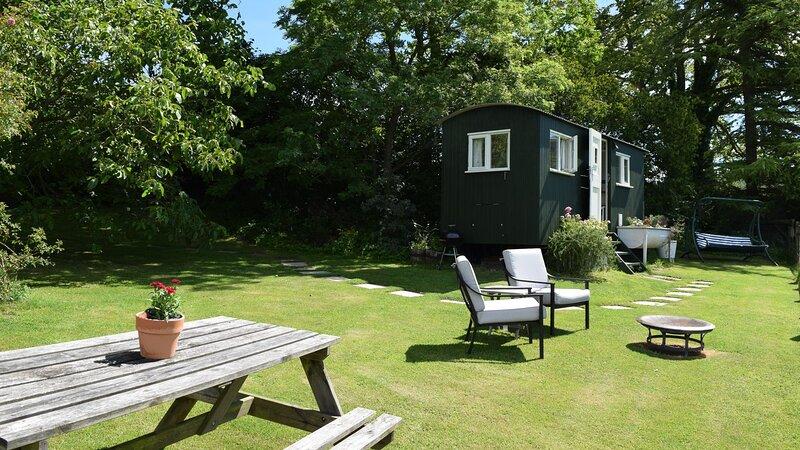 Under The Walnut Tree Shepherds, Painswick - sleeps 2 guests  in 1 bedroom, alquiler vacacional en Cranham