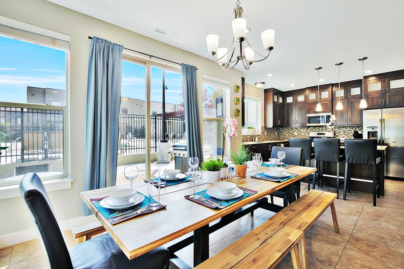 Pet Friendly   Shimmering Clean   Poolside End Unit Home   96-Hour Cancellation, holiday rental in Arches National Park