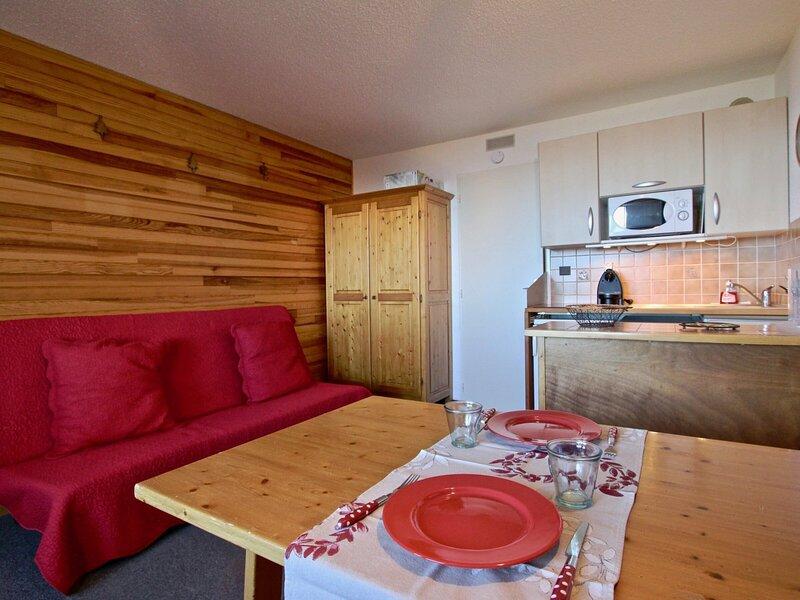 Studio cabine avec belle vue 10ème étage Sud Ouest, vacation rental in Uriage les Bains