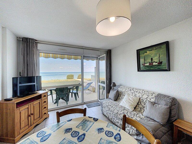 En front de mer et accès direct plage, joli appartement, holiday rental in Jullouville