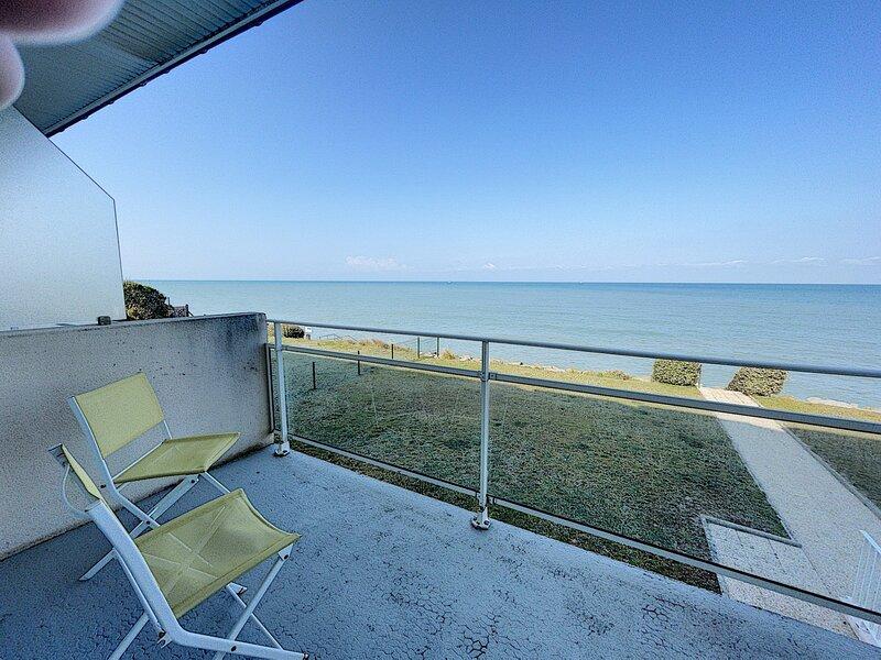 Appartement en front de mer et en résidence, proche commerces, holiday rental in Jullouville