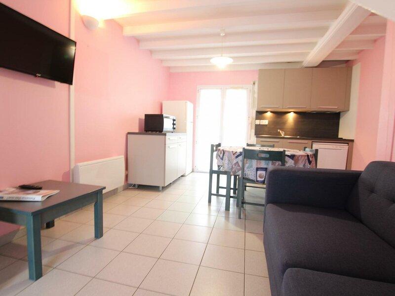 Gîte n°8 du village Clairefontaine, location de vacances à Grosville