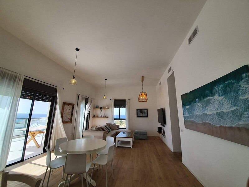 Achziv Beach Apartment with the Best Sea Views, holiday rental in Manot
