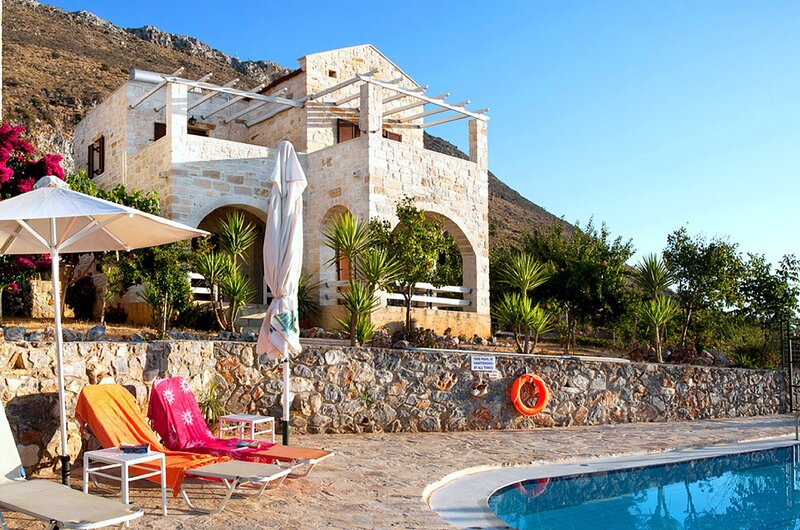 Saint George's Retreat Village, holiday rental in Drapanos