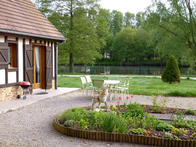 Le chalet, holiday rental in Lorleau