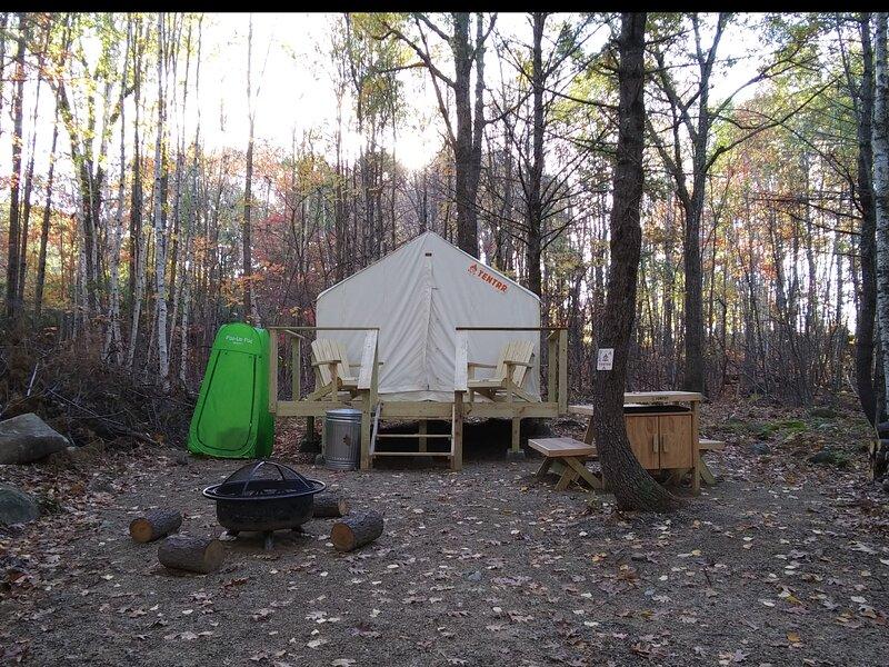 Tentrr Signature Site - Deerwander Camp A, alquiler vacacional en Standish