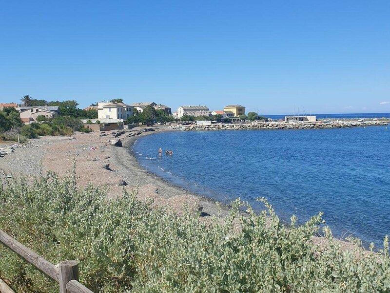 LURI Proche mer duplex 6 personnes ALBIZIA 3, casa vacanza a Macinaggio