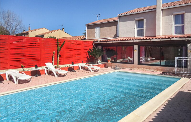 Beautiful home in Lattes with Outdoor swimming pool, WiFi and 3 Bedrooms (FLH506, holiday rental in Saint-Jean-de-Vedas