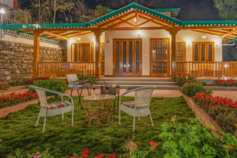 Irenic Abode By Vista Rooms, holiday rental in Bhimtal