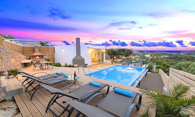 Canes Villa Heated Pool, holiday rental in Prina