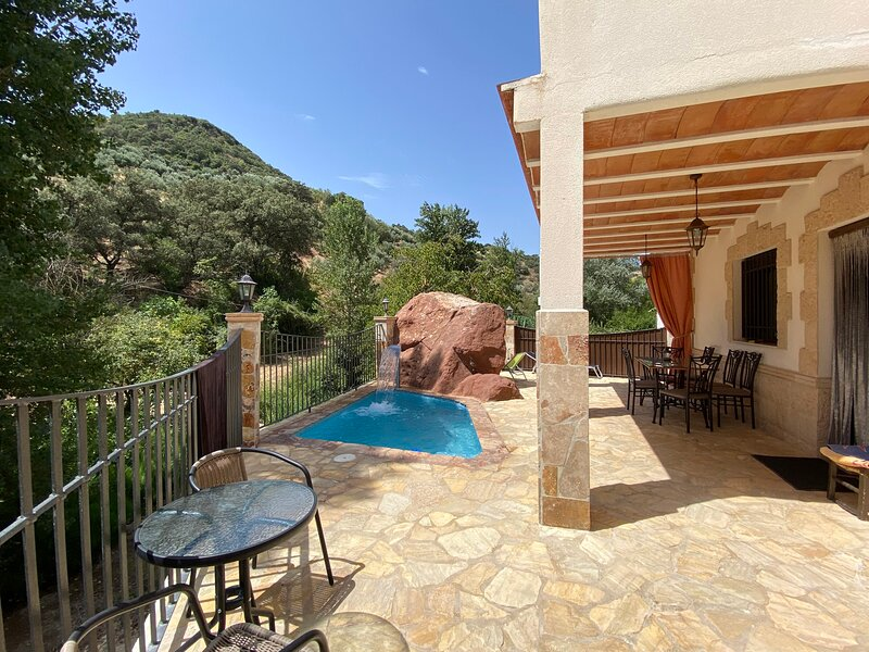 Big house with swimming-pool & Wifi, location de vacances à Rute