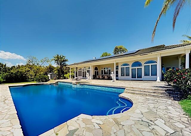 Palatial Hilo Bay View Estate | Pool, Hot Tub, Sauna | Near Beaches, alquiler de vacaciones en Hilo
