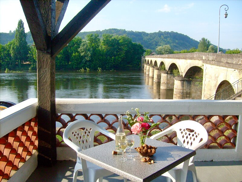 L'escale on the Dordogne Riverside (double rooms), vacation rental in Mouzens