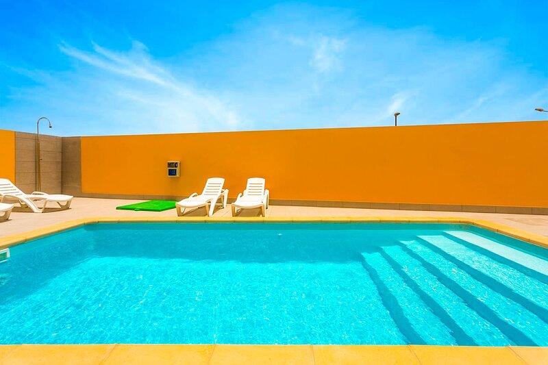 Villa Mariposas Cuatro: Heated Private Pool, A/C, WiFi, holiday rental in Puerto del Rosario