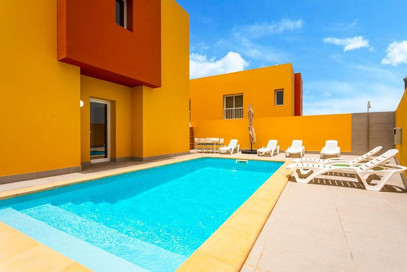 Villa Mariposas Tres: Heated Private Pool, A/C, WiFi, holiday rental in Puerto Lajas