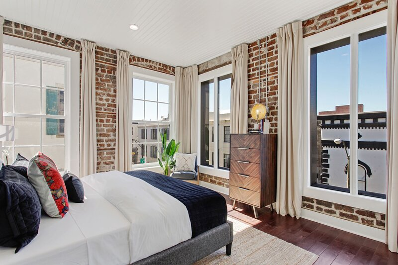 Luxury Restoration   Downtown Savannah, holiday rental in Rincon
