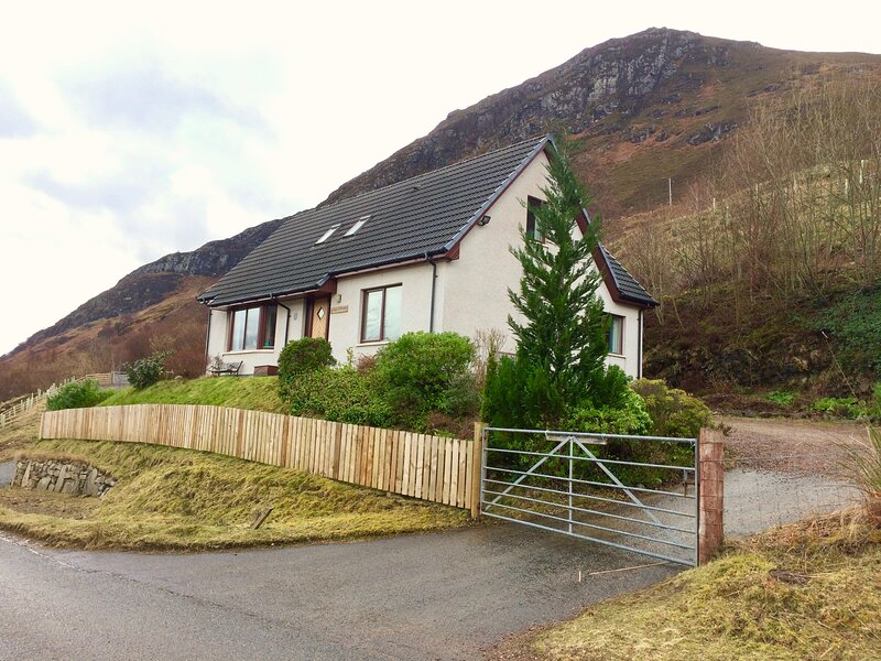 Taigh a' Bhraoin -  Magnificent views across Loch Broom - We are Open!, location de vacances à Little Loch Broom