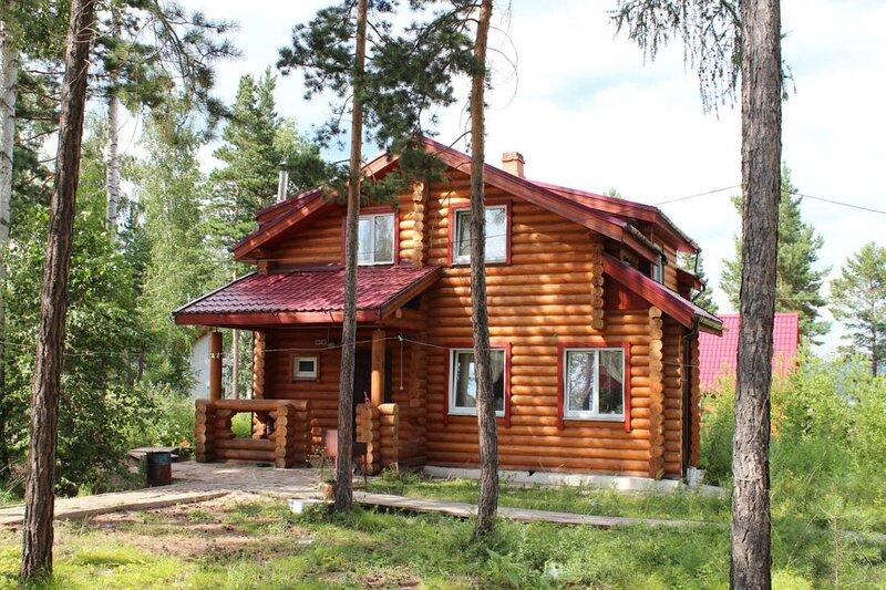 Коттедж Wood House, holiday rental in Krasnoyarsk Krai