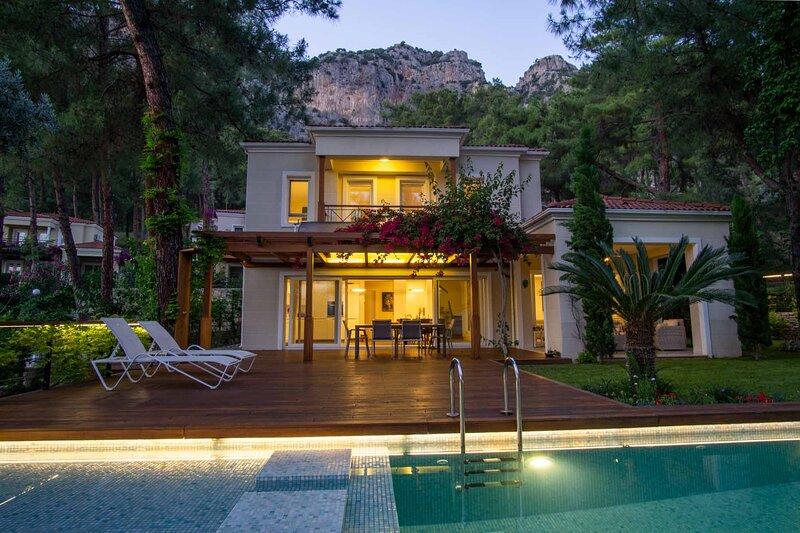 3 Bedrooms Seaview Duplex Villa Surrounded With Pine Trees, vakantiewoning in Gocek