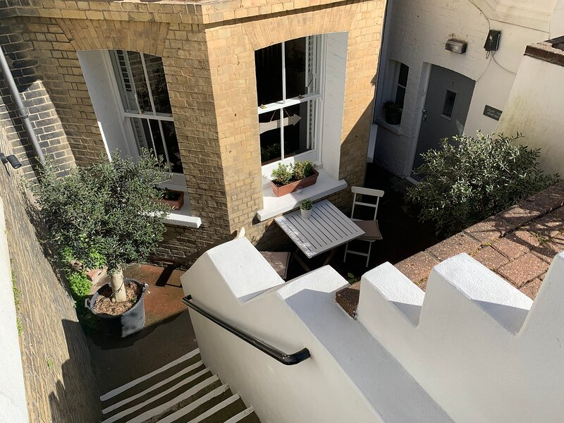 Olive Tree Apartment Hove - Stylish, Comfortable Retreat. 5 minutes to Seafront, location de vacances à Brighton and Hove
