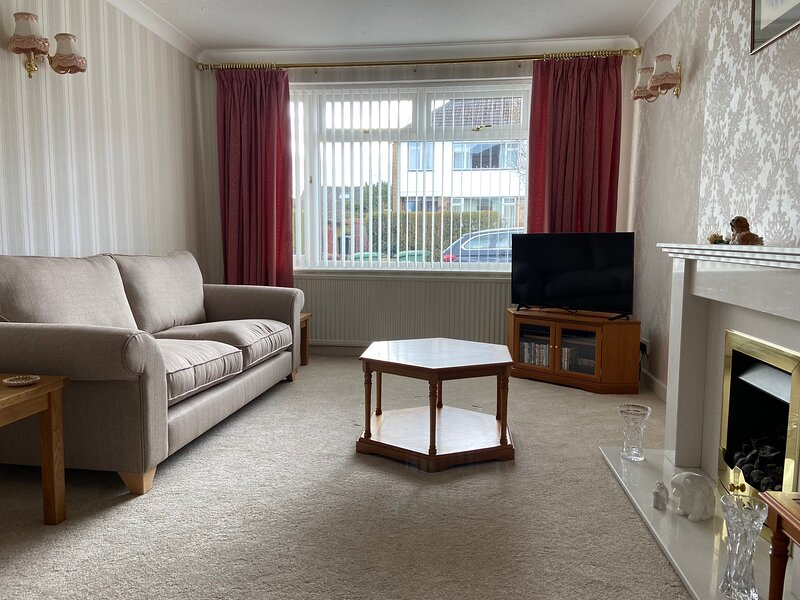 Large family home in Boston Spa Village Yorkshire, alquiler vacacional en Tadcaster