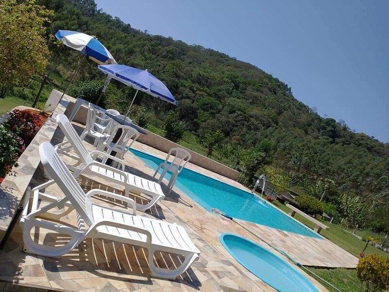 Chácara com muito Natureza para momentos de paz e tranquilidade, location de vacances à Atibaia