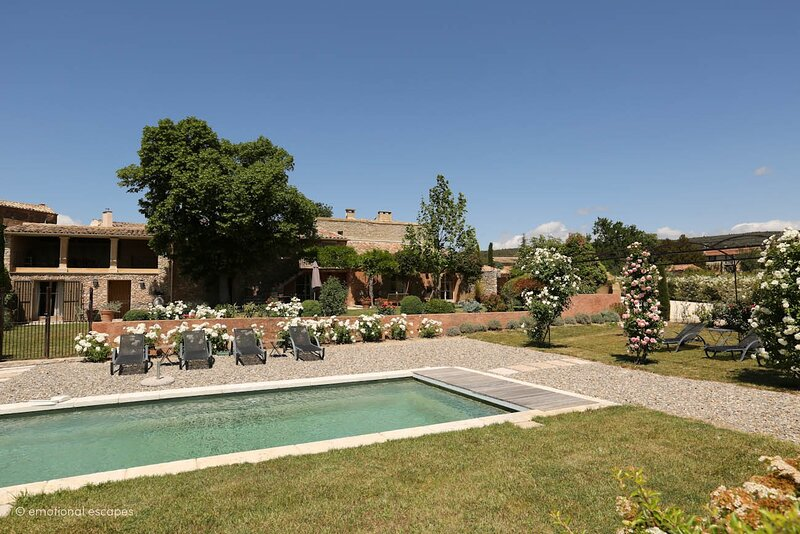 Croagnes Holiday Home Sleeps 9 with Pool Air Con and WiFi - 5883055, holiday rental in Lioux