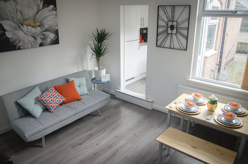 Cosy HUB Coventry - Spacious 4 Bed House by Passionfruit Properties, alquiler vacacional en Coventry