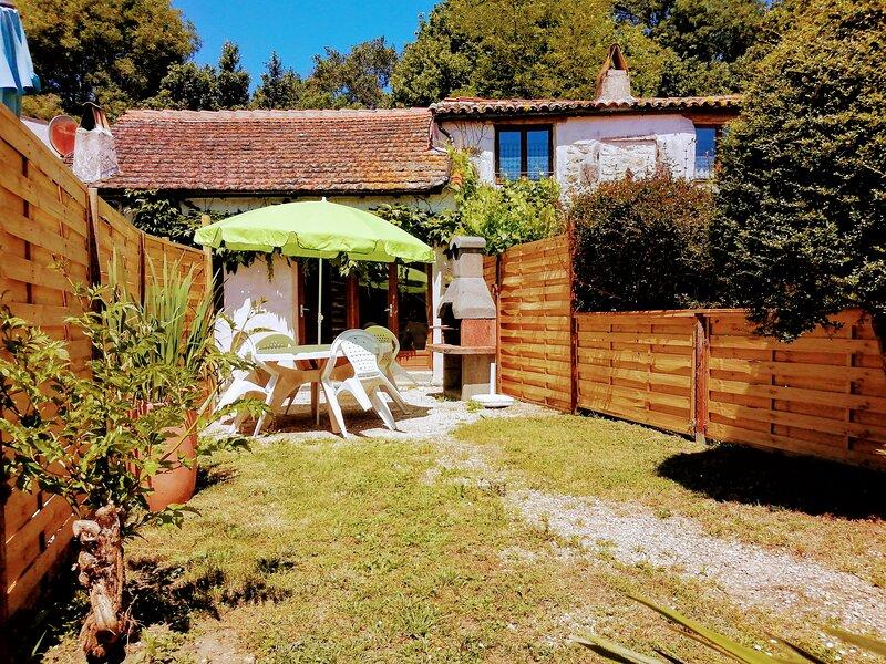 Rochebonne: Cottage 6 'Four a Pain', alquiler vacacional en La Gripperie-Saint-Symphorien